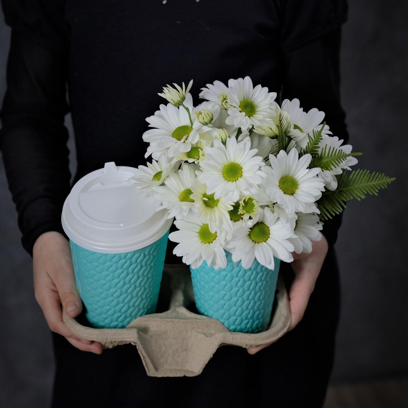 Доставка кофе с собой и цветочная композиция в стаканчике ромашки Пермь заказать онлайн купить
