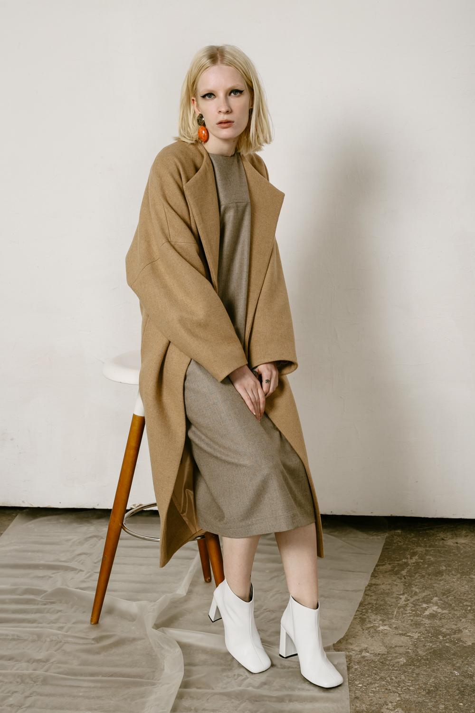 Пальто с высокой шлицей, кемел