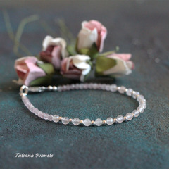 Тонкий браслет из розового кварца