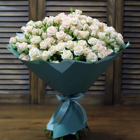 Букет 29 кремовых кустовых роз