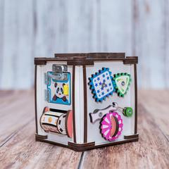 Кубик счастливый ребенок со светом и с удочкой для рыбалки