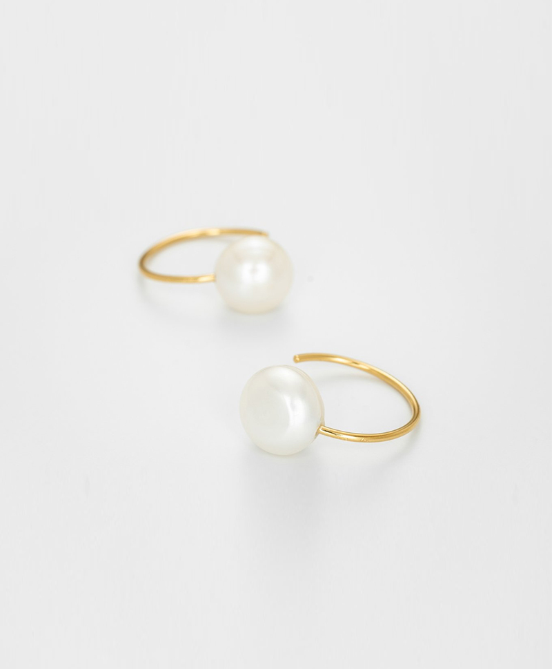 Серьги The Snail-Still Hour Pearl Hoops gold