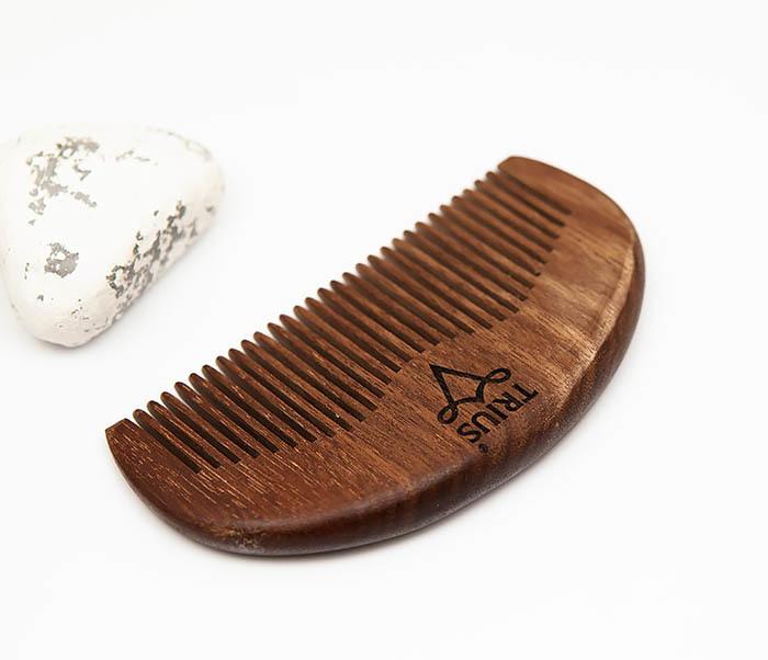 RAZ246-2 Расческа гребень для бороды TRIUS из дерева фото 02