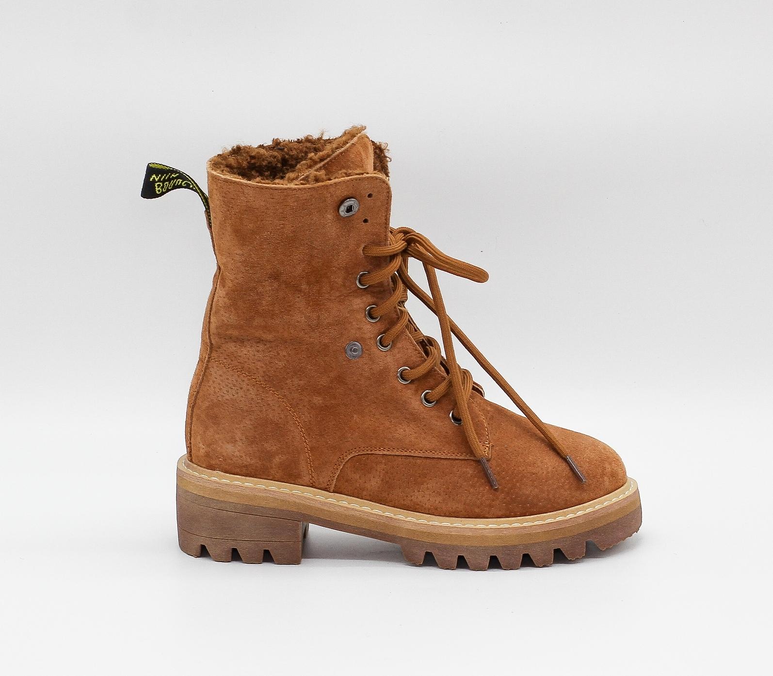 Утепленные  ботинки из натуральной замши рыжего цвета