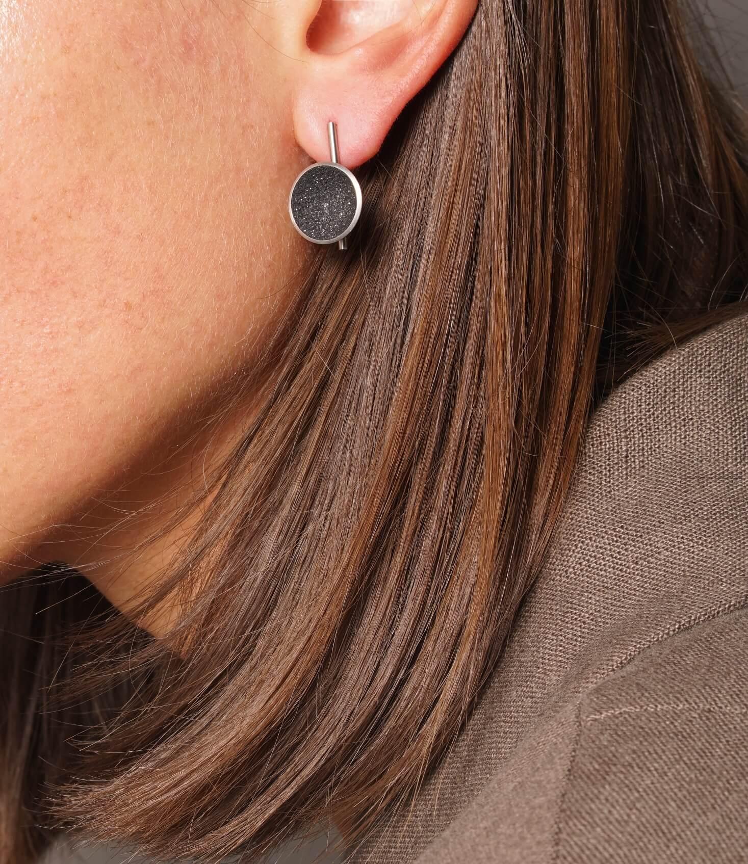 Konzuk Juno Minor Earrings — серьги из бетона и стали
