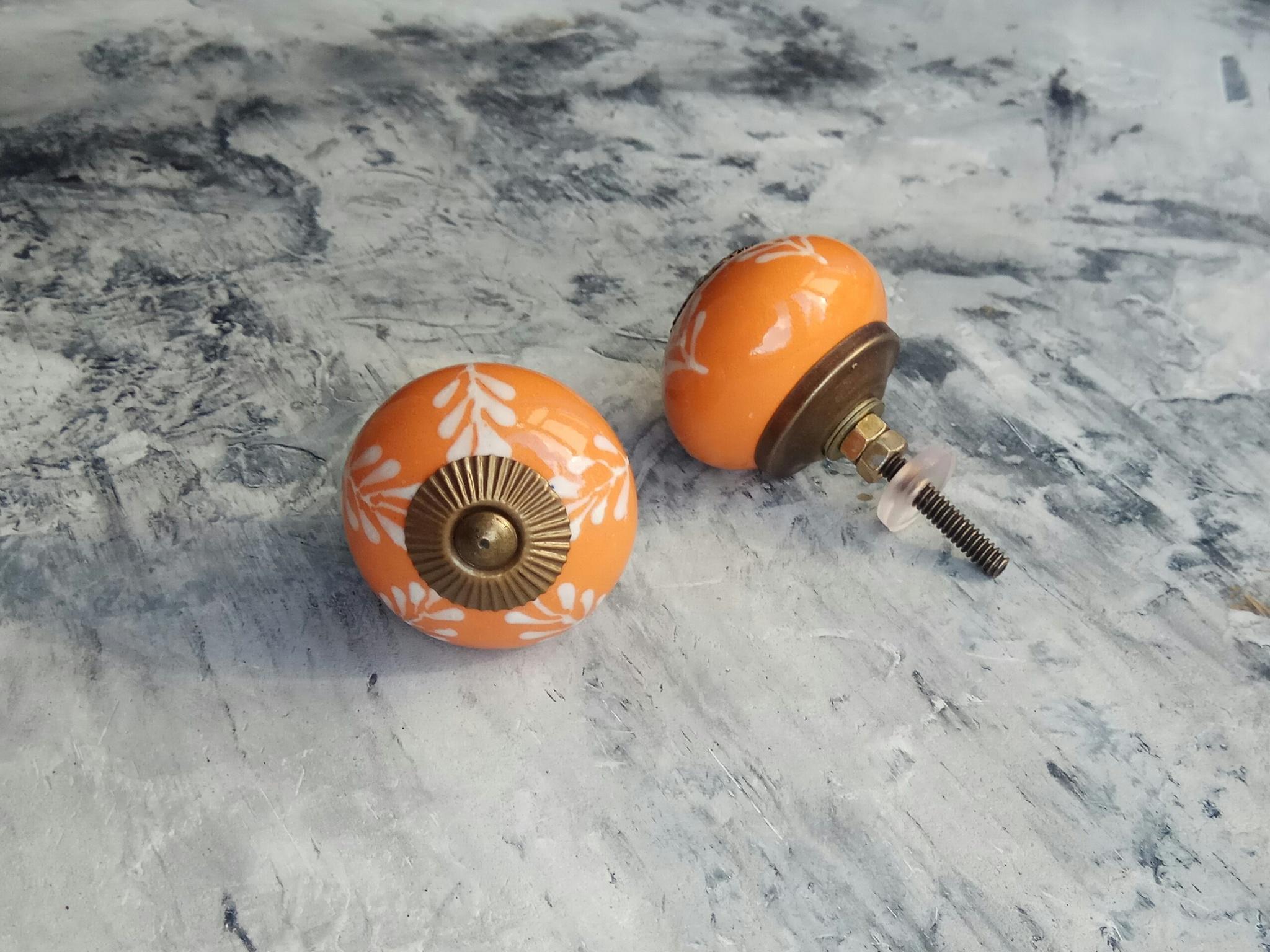 Ручка мебельная керамическая  - цвета горчицы с белым объемным узором, арт. 00001096