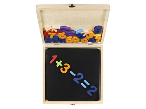 Цифры на магнитной доске