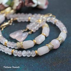 Ожерелье из розового кварца