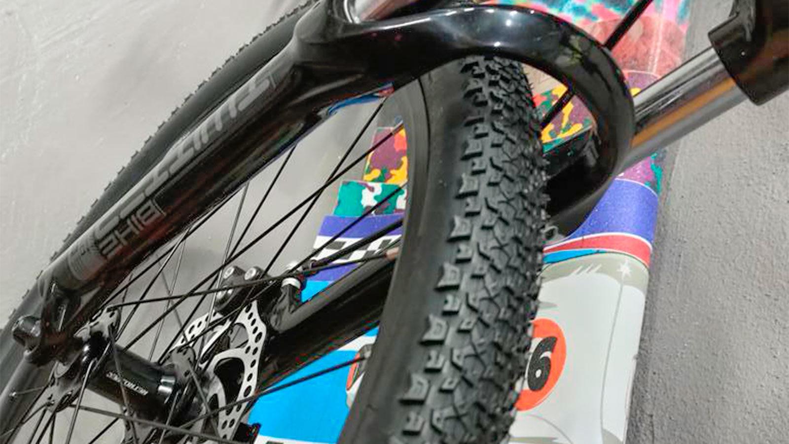 переднее колесо и вилка горного велосипеда для подростков