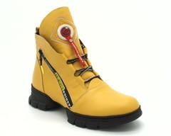 Зимние желтые ботинки из натуральной кожи с интересным декором