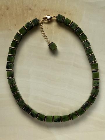 Колье Монтуана из зеленого нефрита
