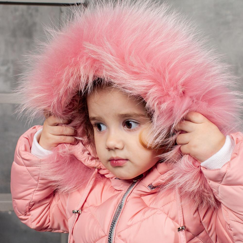 Дитячий однотонний зимовий комбінезон рожевого кольору і знімною опушкою з натурального хутра