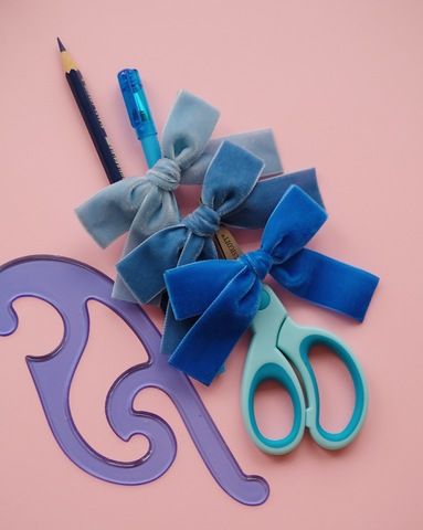 VELVETIN bow clip