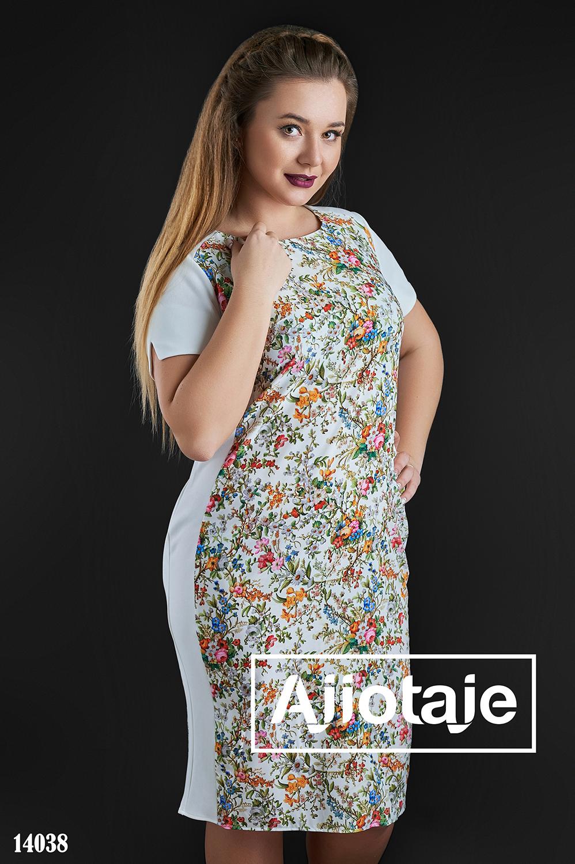 Платье белого цвета с цветочным узором
