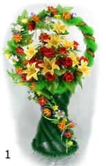 Корзина украшенная цветами лилий, роз, георгинов и декор. добавки