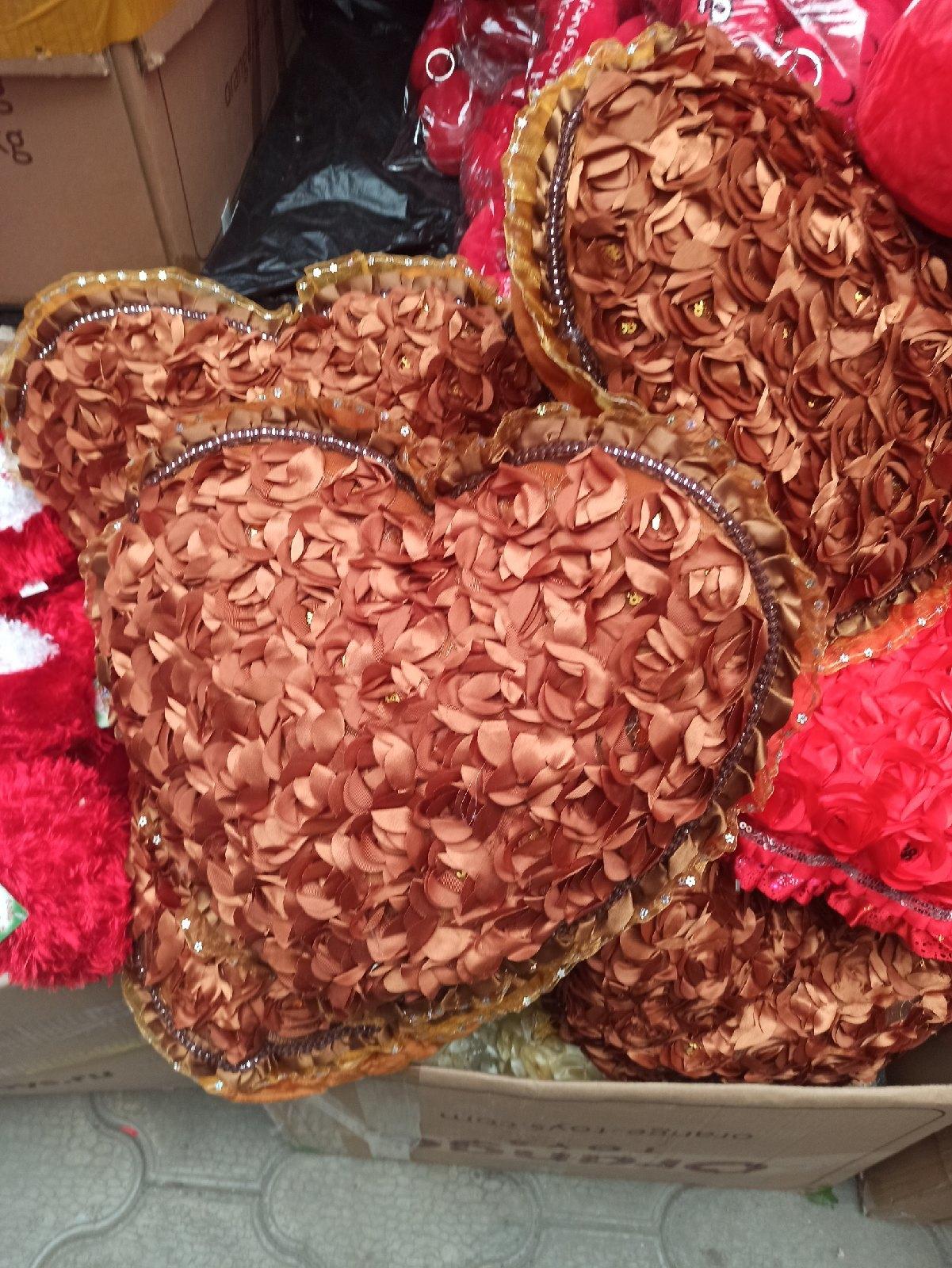 Коричневое сердечко 40 см с цветочками