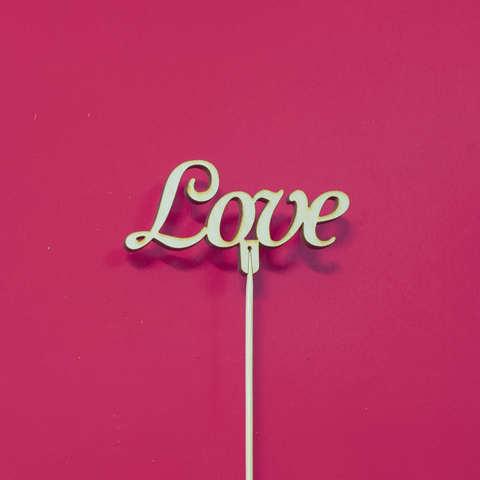 Топпер ДекорКоми из дерева, надпись на палочке Love