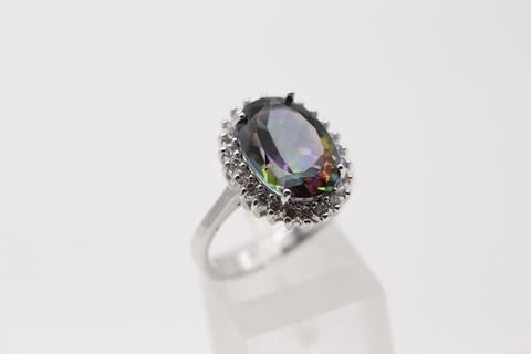 Кольцо из серебра 925 пробы с мистик топазом.