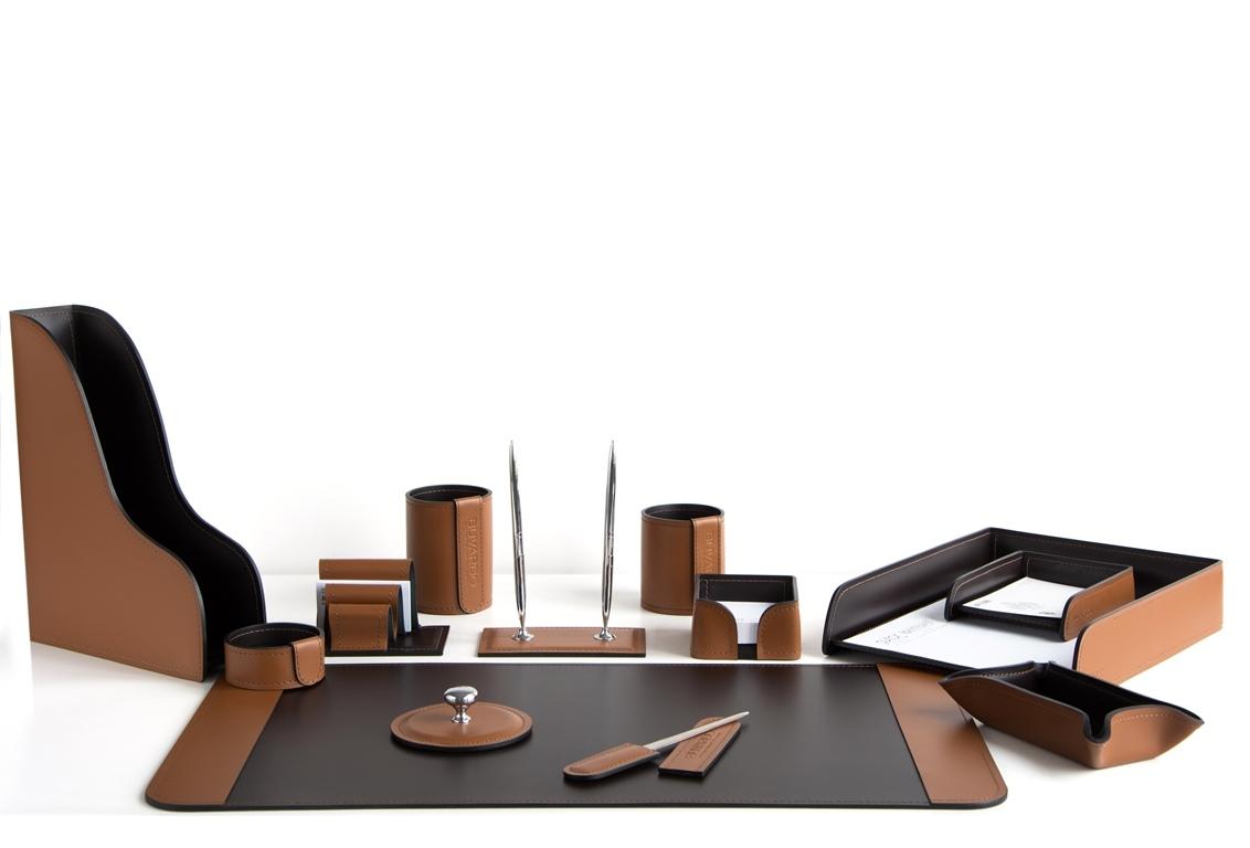 офисные принадлежности из натуральной кожи на стол