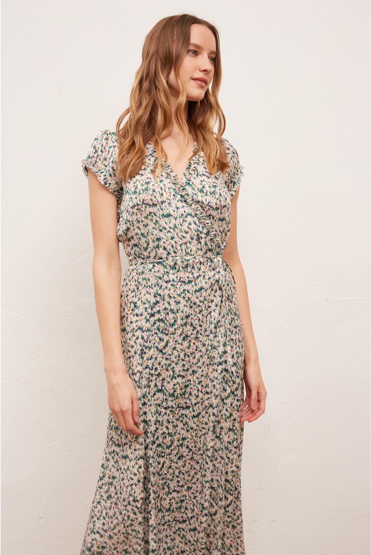 Длинное платье с запахом и с оригинальным принтом