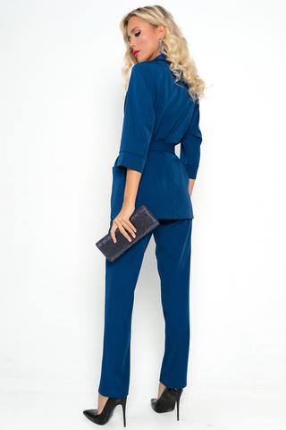 <p>Хит сезона! Деловой костюм модного кроя. Пиджак свободного кроя, рукав 3/4 с манжетом, пояс, карманы. Брюки классического кроя, талия на резинке.</p>