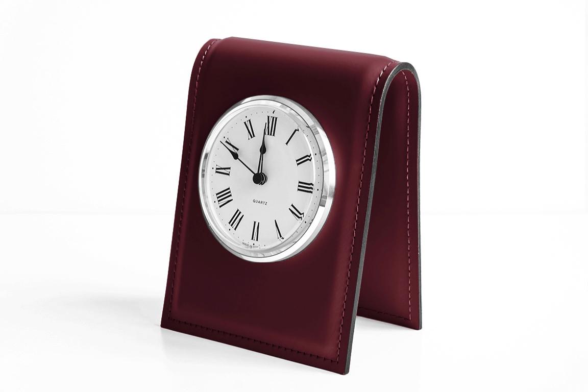 бордовая подставка для часов из кожи