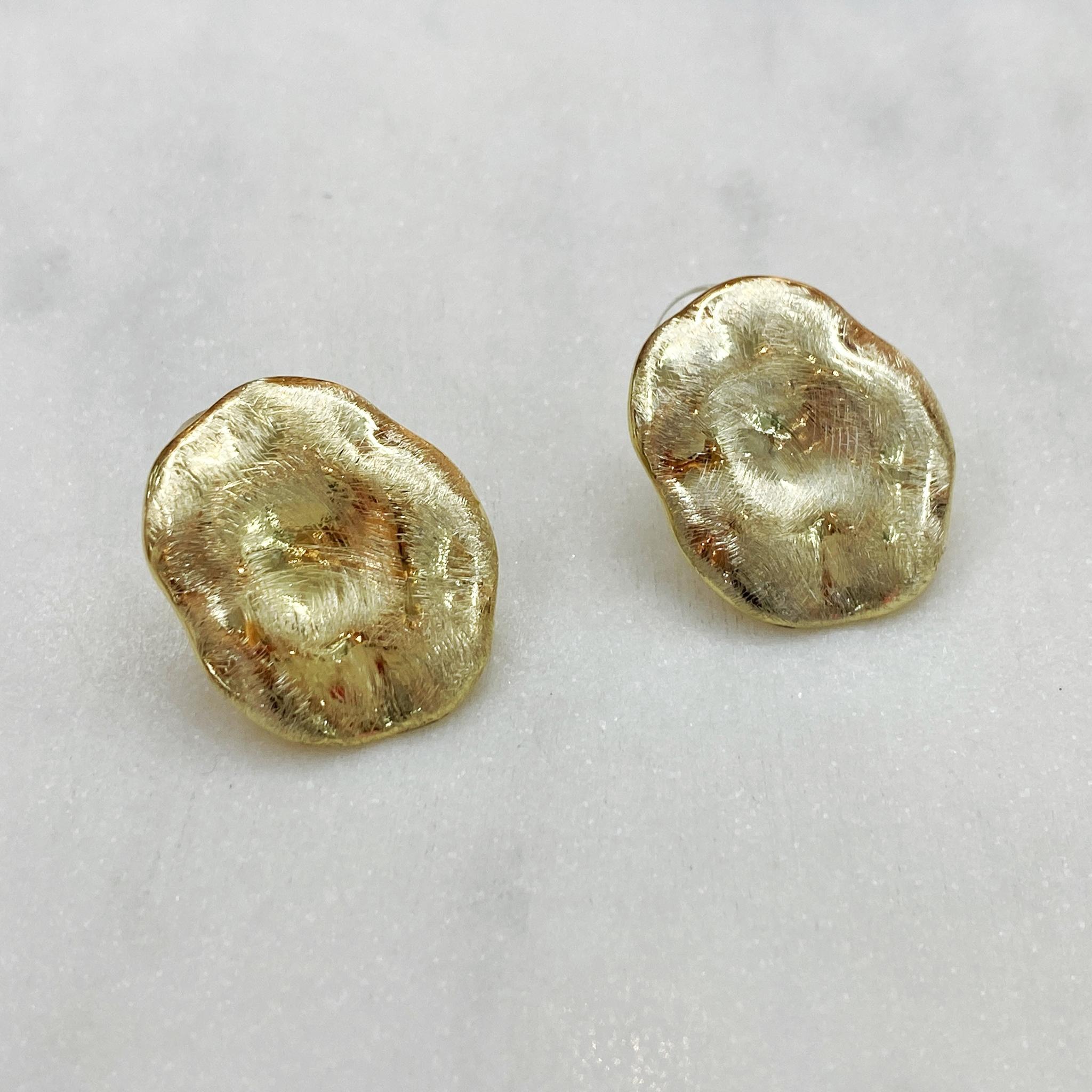 Серьги мятой овальной формы фактурные (сатин, золотистый)