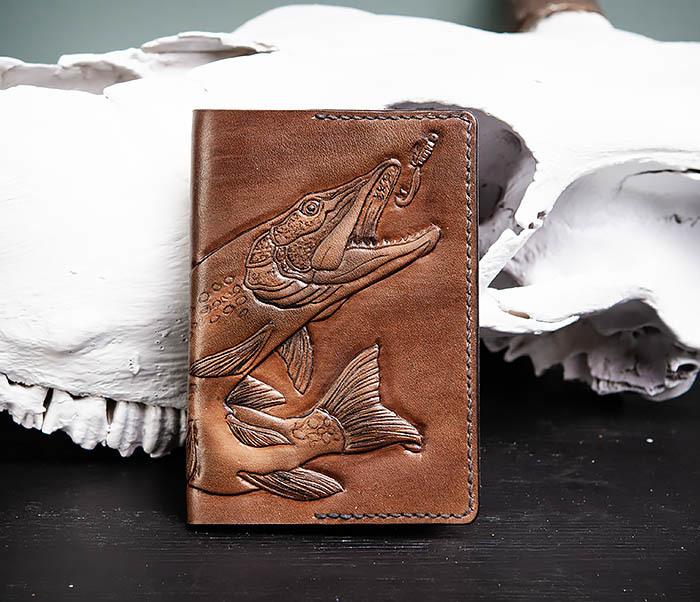BC172 Обложка на паспорт с изображением щуки, ручная работа