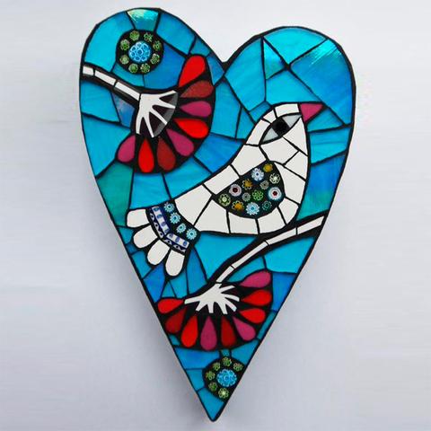 Сердце из пенопласта с мозаикой