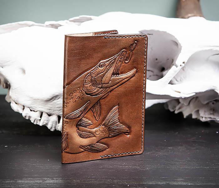 BC172 Обложка на паспорт с изображением щуки, ручная работа фото 03