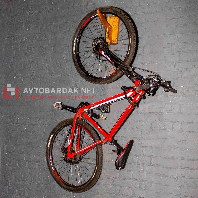 Велокрепление на стену из дерева
