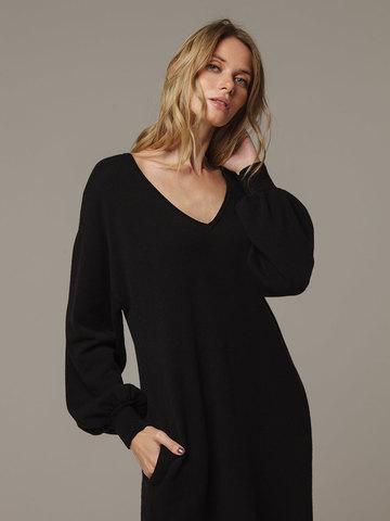 Женское черное платье с V-образным вырезом и объемными рукавами из 100% кашемира - фото 2