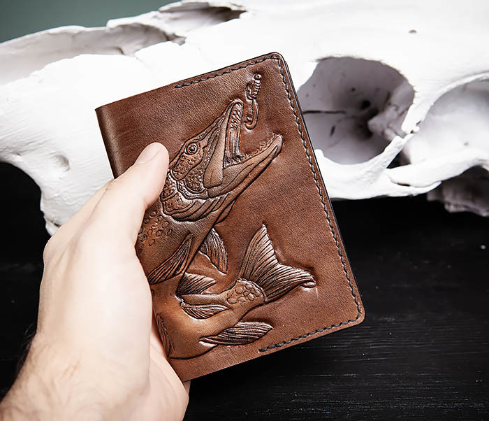 BC172 Обложка на паспорт с изображением щуки, ручная работа фото 04