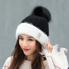 Вязаная женская шапка с помпоном (белая/ черная)