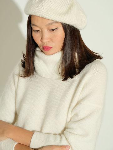 Женский свитер молочного цвета из мохера и кашемира - фото 3