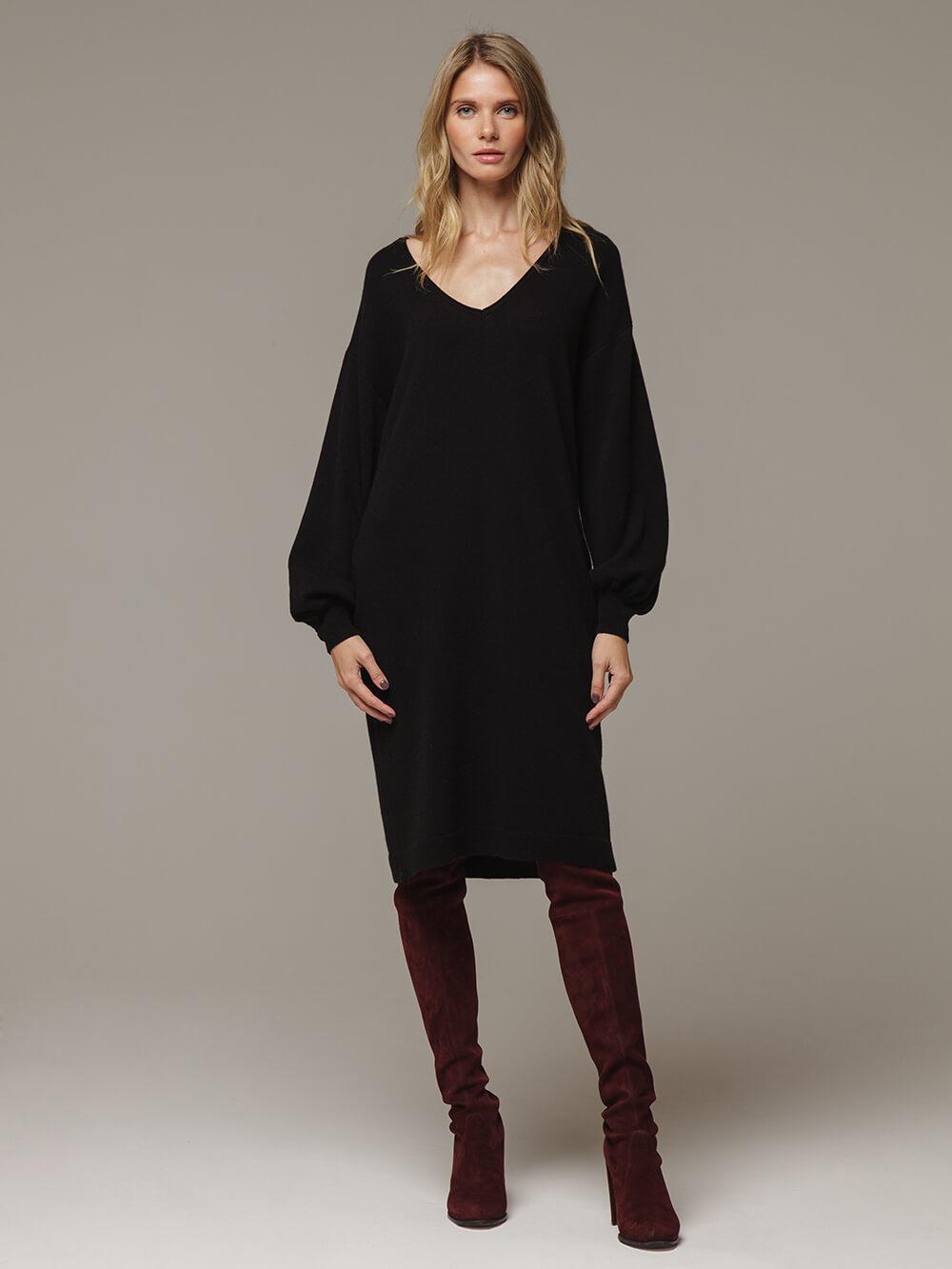 Женское черное платье с V-образным вырезом и объемными рукавами из 100% кашемира - фото 1