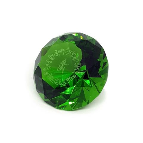 Кристалл зеленый с мантрой