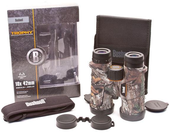 В упаковке: бинокль Trophy 10x42, широкий ремень, защитные крышки.