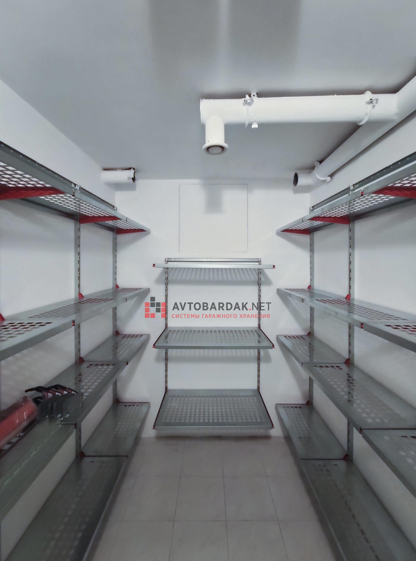 Проект № 18: кладовка 4,2 кв. м (металлические полки по всем стенам) + видео