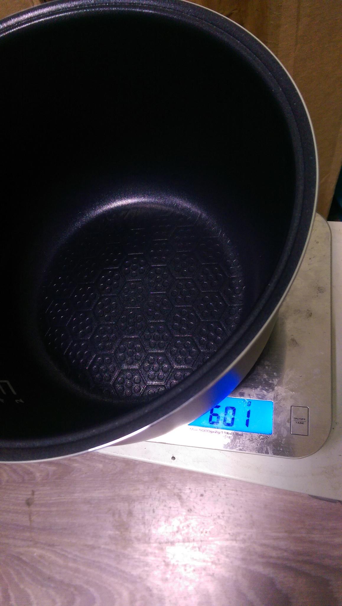 Мультиварка Mystery MCM-1010 Вес чаши составляет 600 грамм