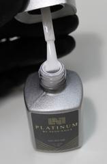 Белый гель-лак на ногтях PLATINUM