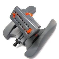 Ороситель Aquapulse  «TURBO» AP 3039 – имеет шестнадцать регулируемых форсунок для полива заданной территории участка. Максимальная ширина полива составляет до тринадцати метров квадратных а максимальная длина полива до шестнадцати метров квадратных. Также ороситель оснащен выходом на три четверти для последовательного подключения и регулировкой расхода воды. Прочная и устойчивая пластиковая платформа не даст перевернутся оросителю. Для защиты механизма оросителя рекомендуется использовать фильтр.