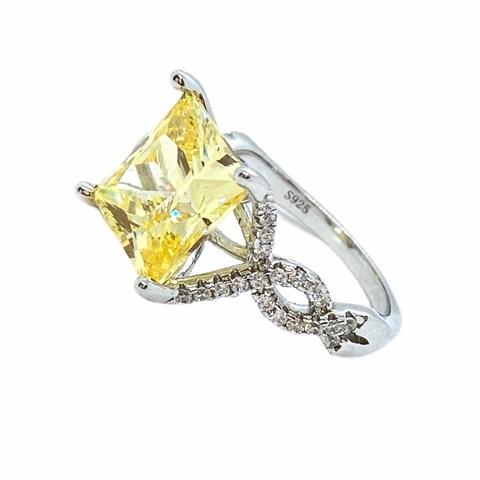 85431- Кольцо из серебра с квадратным,желтым кварцем огранка принцесса