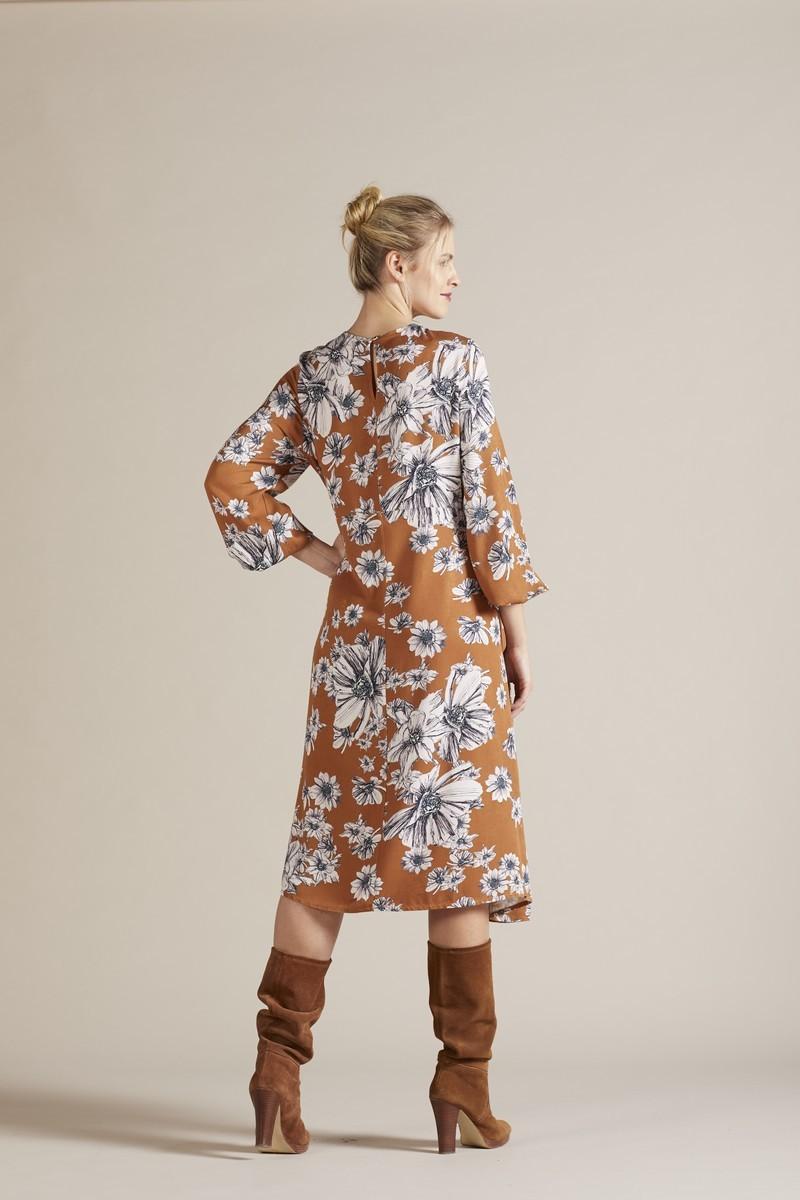 Фото платье для беременных GEBE от магазина СкороМама, коричневый, принт цветы, размеры.