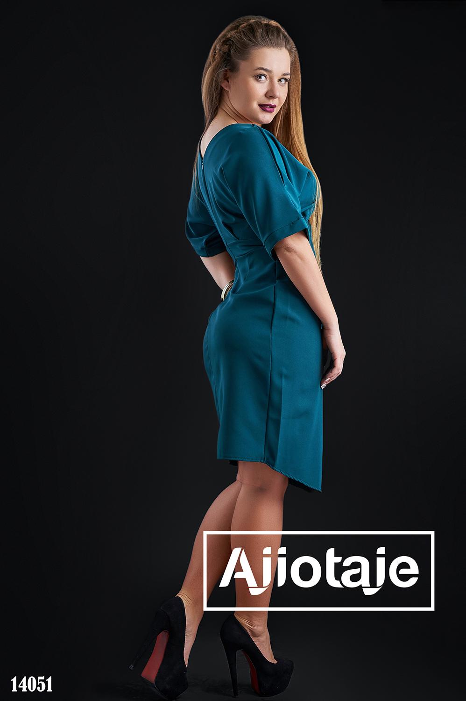 Платье миди бутылочного цвета с разрезом