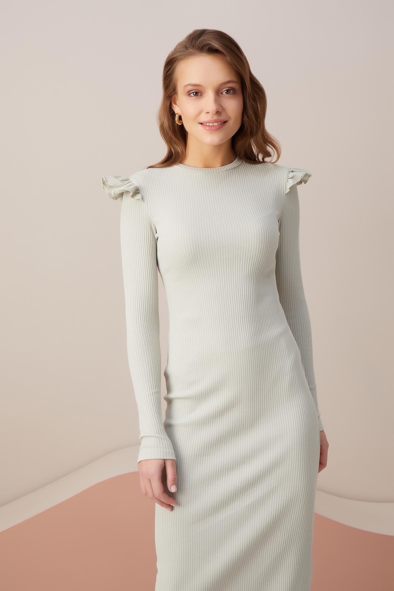 Силуэтное платье с крылышками (оливковый)