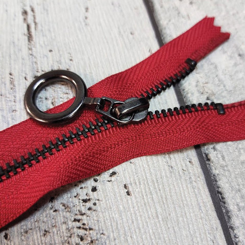 Молния неразъемная металлическая с колечком 14 см красная