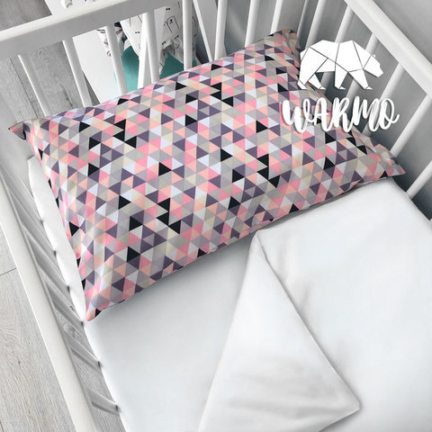 наволочка дитяча 50 на 70 см з рожевим геометричним малюнком фото