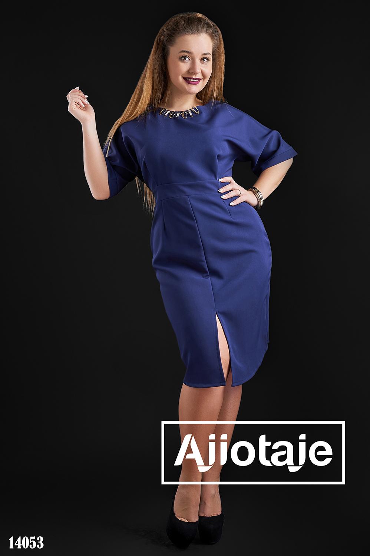 Платье миди темно-синего цвета с разрезом