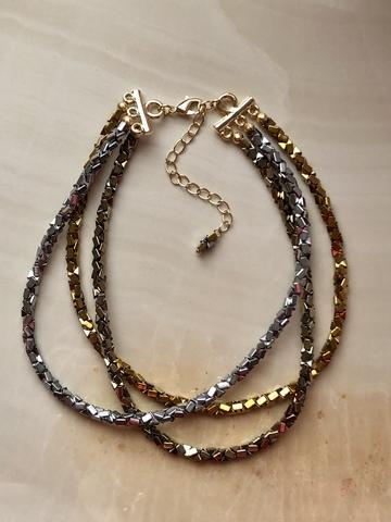 Колье Кубриа Трес из гематита, позолота и серебряный цвет